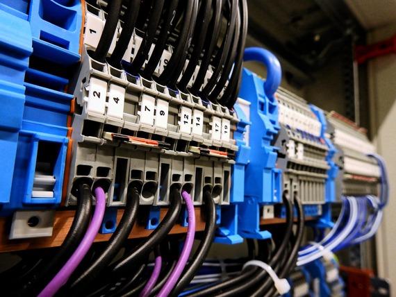 Aménagement-d'un-circuit-électrique-triphasé-pour-les-équipements