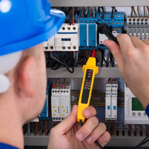 Maîtriser les surtensions électriques à Longueuil, QC