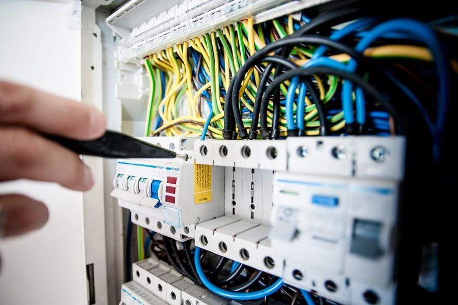 Maîtriser-les-surtensions-électriques-à-Longueuil-QC